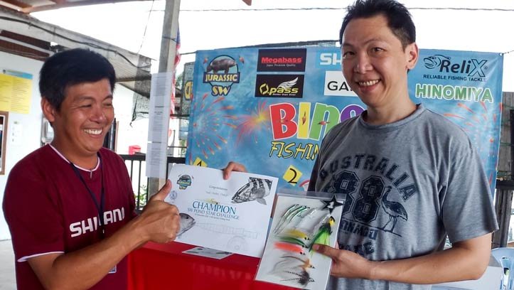Jeffery Chan of SW Jurassic presenting prizes to the Champion Daniel Tan