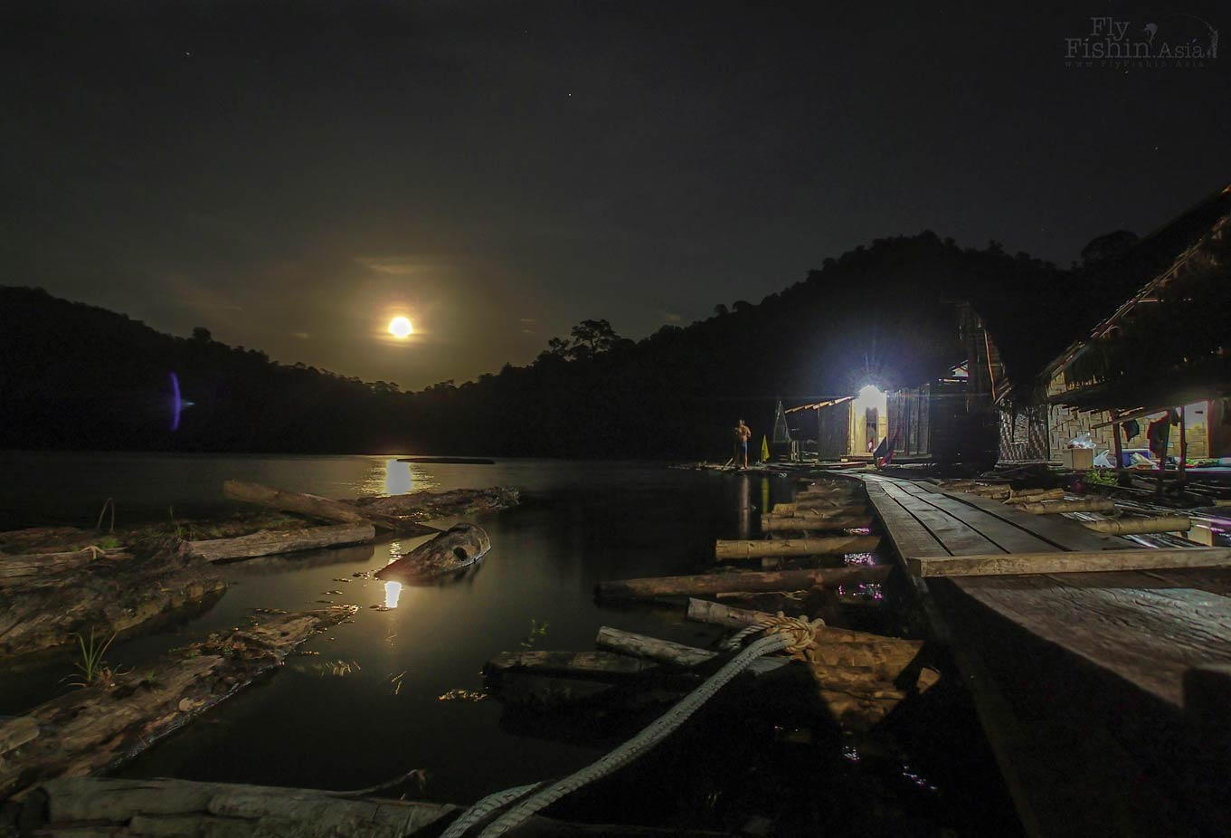 Night scene at the floating raft house